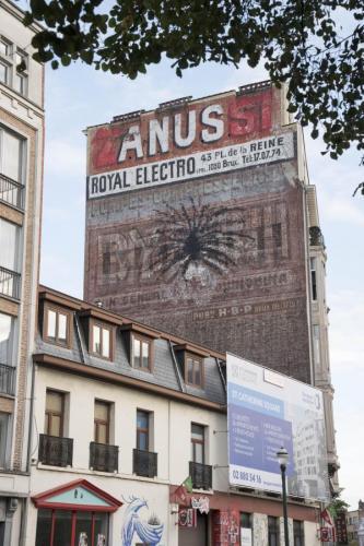 Belgique : après le PÉNIS GÉANT, voici l'ANUS !