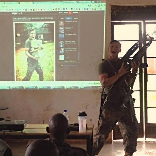 Ce militaire trouve l'AMOUR grâce à ses photos RIDICULES !