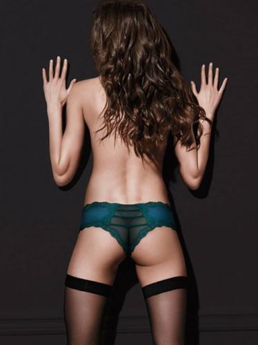 Ce mannequin Victoria's Secret a perdu une FESSE