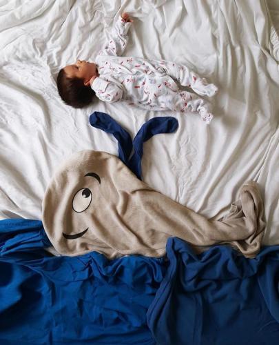 Ces MAMANS créent des MONTAGES FOUS avec leur BÉBÉ endormir