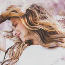 3 astuces naturelles pour éclaircir vos cheveux