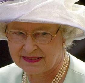 ELIZABETH II : révélations sur ses DESSOUS ! #Shocking