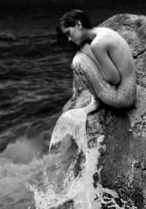Le CADAVRE d'une SIRÈNE retrouvé sur une plage !?