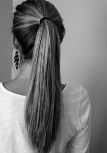 Comment GARDER ses cheveux bien LISSES après un brushing