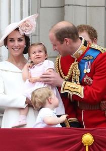 RÉUNION d'URGENCE à BUCKINGHAM : la famille royale ANNONCE...