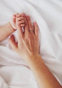 Elle ACCOUCHE, la maternité lui fait une FACTURE SCANDALEUSE