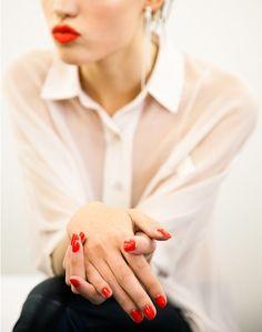 Ce que votre VERNIS révèle sur VOUS (oui oui on vous voit avec vos ongles ROUGES !)