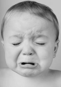 LAISSER PLEURER UN BÉBÉ : GROS DANGER pour sa future santé mentale ?
