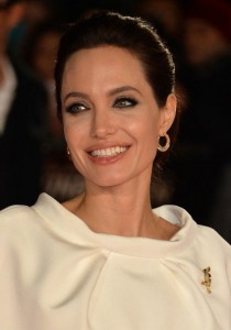 ANGELINA JOLIE : la PHOTO qui CHOQUE l'ANGLETERRE