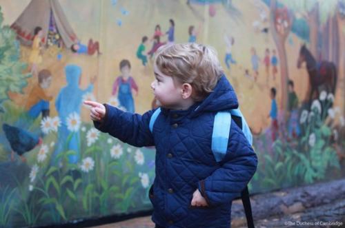 L'ÉVÉNEMENT en Angleterre : le petit prince va à la CRÈCHE