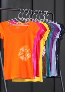 Un arc-en-ciel de couleurs sur vos vêtements