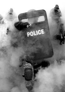 SURVIVRE à une ATTAQUE TERRORISTE : les conseils des SERVICES ANGLAIS